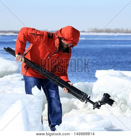 Photographer Takes Ice
