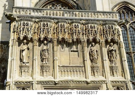 Front of Canterbury cathedral including statue of Thomas Cramner