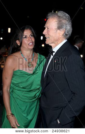 LOS ANGELES - 5 de novembro: Clint Eastwood chega no LACMA arte + filme Gala em LA County Museum of Art
