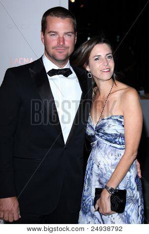 LOS ANGELES - 5 de novembro: Chris O'Donnell e esposa chega no LACMA arte + filme Gala em LA County Mus