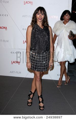 LOS ANGELES - 5 de novembro: Rashida Jones chega no LACMA arte + filme Gala em LA County Museum of Art