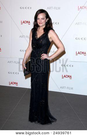 LOS ANGELES - 5 de novembro: Elisabeth Moss chega no LACMA arte + filme Gala em LA County Museum of Art