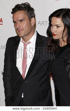 LOS ANGELES - 5 de NOV: Balthazar Getty, esposa Rosetta llega en el LACMA arte + película Gala en LA cuenta