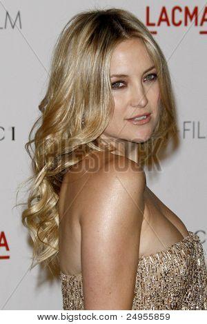 LOS ANGELES - 5 de novembro: Kate Hudson chega no LACMA arte + filme Gala em LA County Museum of Art