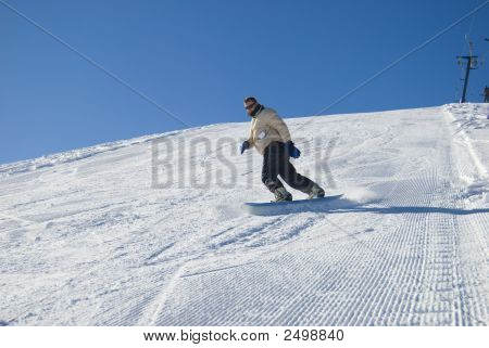 Mann snowboarding hat Foto