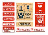 Постер, плакат: Доставка ручка с осторожностью хрупкие и стекла наклейки и марки