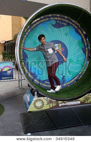 LOS ANGELES - 16 de JUL: Kevin McHale Kevin McHale no FOX e no Teen Choice 2 Playgr anual de energia