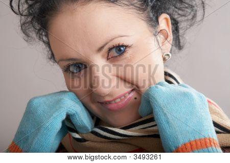 Mädchen in blau-Fäustlinge