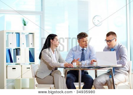 Business people collaborating at the round table indicating their equality