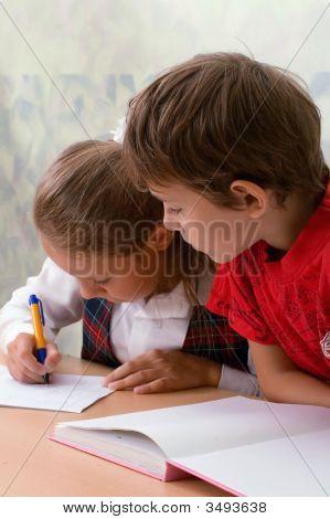 Escuela primaria. Dos alumnos
