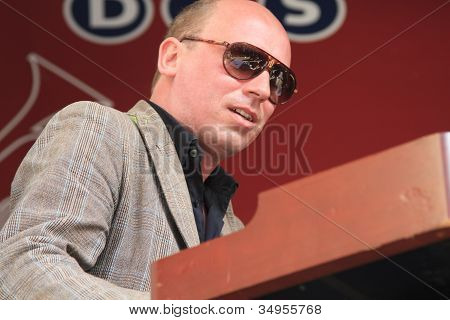 Bas Grijmans Wearing Sunglasses Plays Keyboards Live On Stage