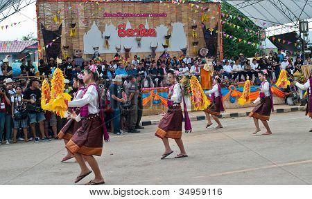 Provinz Loei, Thailand 23. Juli 2012.: thai Tänzerinnen im Geist-Festival (Phi ta Khon) ist ein Typ-o