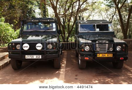 Land Rover Defender - Kings Of African Roads.
