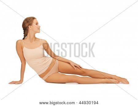 Bild der schönen Frau in weißer Baumwolle Unterwäsche