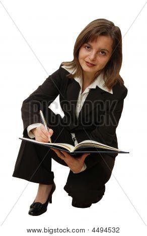 isoliert Business-Frau mit Stift in einem Editor schreiben