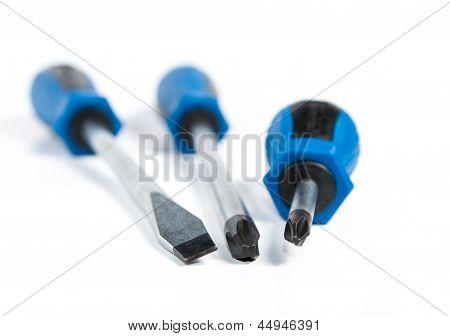 Destornilladores aislados en blanco