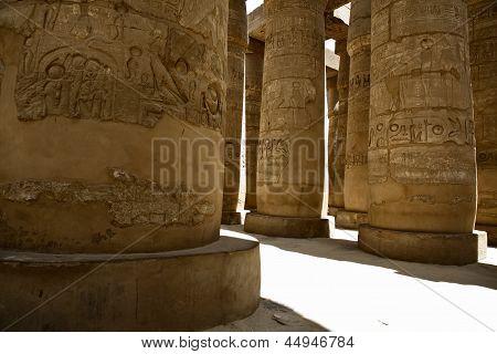 Columns shadows