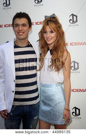 """LOS ANGELES - 22 de abril: Remy Thorne e Bella Thorne chega à estréia de """"The Iceman"""" no ArcLight"""
