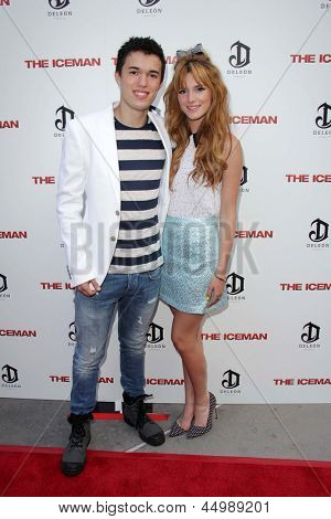"LOS ANGELES - 22 de abril: Remy Thorne e Bella Thorne chega à estréia de ""The Iceman"" no ArcLight"