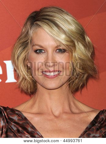 LOS ANGELES - JAN 06:  Jenna Elfman arrives to the NBC All Star Winter TCA 2013  on January 06, 2013 in Pasadena, CA