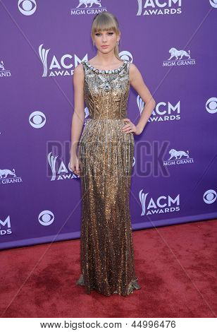 LAS VEGAS - APR 07:  Taylor Swift arrives to the Academy of Country Music Awards 2013  on April 07, 2013 in Las Vegas, NV.