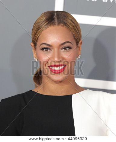 LOS ANGELES - FEB 10:  Beyonce arrives to the Grammy Awards 2013  on February 10, 2013 in Los Angeles, CA.