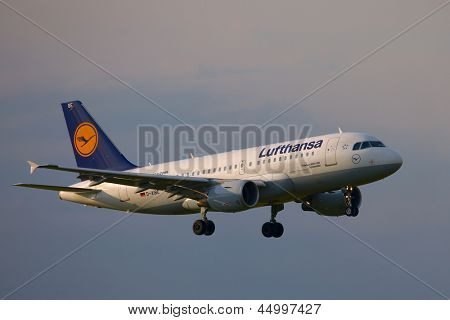 BUDAPEST, HUNGARY - MAY 5: Lufthansa A319 approaching Budapest Liszt Ferenc Airport, May 5th 2012. Lufthansa is the largest airline of Europe.