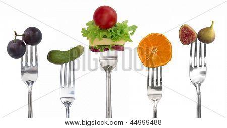 legumes e frutas sobre os garfos, o conceito de dieta