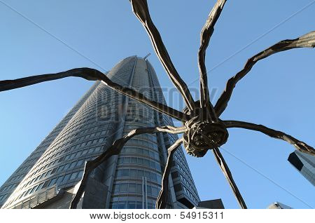 TOKYO - NOV 20: Spider Statue At Roppongi Hills, Tokyo, Japan