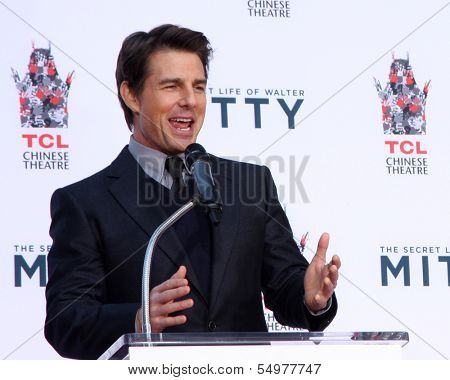 LOS ANGELES - DEC 3:  Tom Cruise at the Ben Stiller Handprint and Footprint Ceremony at Dolby Theater on December 3, 2013 in Los Angeles, CA