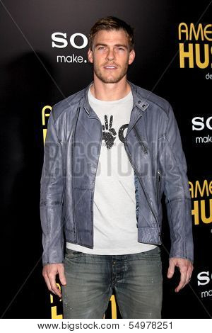 LOS ANGELES - DEC 3:  Alan Ritchson at the