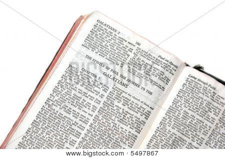 Bíblia aberta aos Gálatas