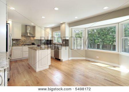 Küche mit großen Panoramafenster