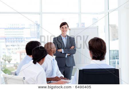 Confianza empresaria haciendo una presentación