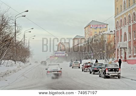 VORKUTA - JANUARY 21: Lenina street on January 21, 2013 in Vorkuta