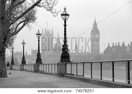 Big Ben & Houses of Parliament, black and white photo.