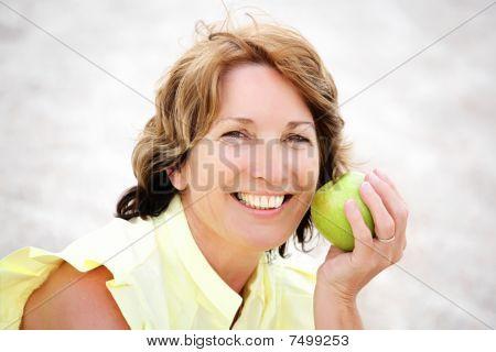 schöne gesunde reife Frau