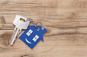 picture of key  - Key chain figure of house and key close up  - JPG