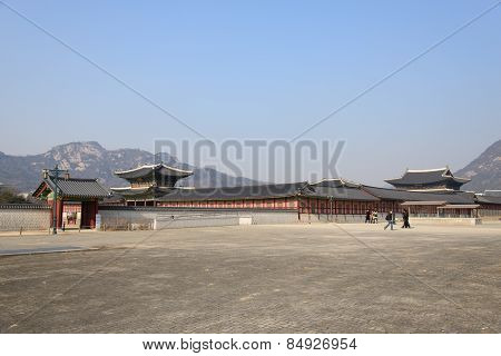 Seoul, Korea - January 06, 2014: East Enterance Of Gyeongbokgung
