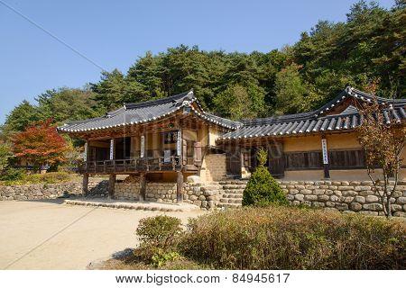 Yeongju, Korea - October 15, 2014:  House Of Indong Jang Family In Seonbichon.