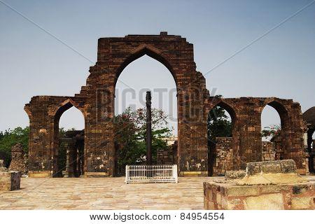 Arcade in front of a pillar, Ashoka Pillar, Qutub Minar, Delhi, India