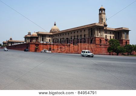 Cars moving on the road in front of a government building, Rashtrapati Bhavan, Rajpath, New Delhi, India