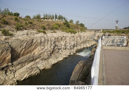 Narmada River flowing through a gorge of Marble rocks, Bhedaghat, Jabalpur District, Madhya Pradesh, India