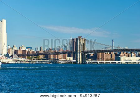 Lower Manhattan skyline and Brooklyn bridge in New York City