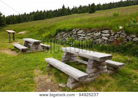 benches made of wood