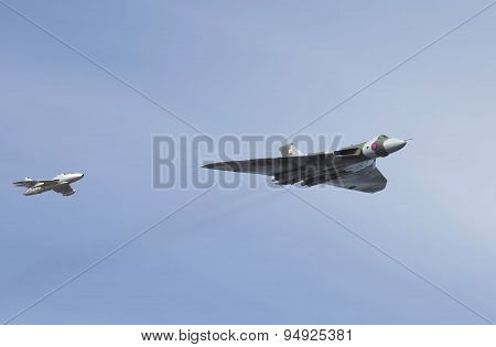 Weston Super Mare, Uk - June 21: Avro Vulcan Bomber Aircraft Xh558 Escorted By A Hawker Hunter Jet P