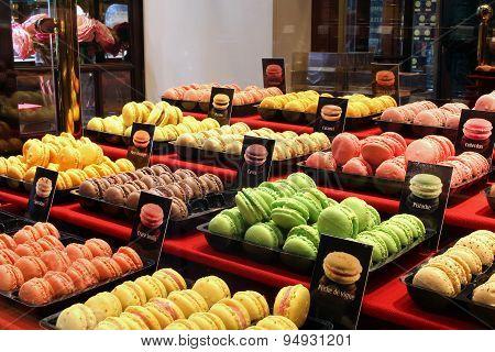 Traditional Macarons