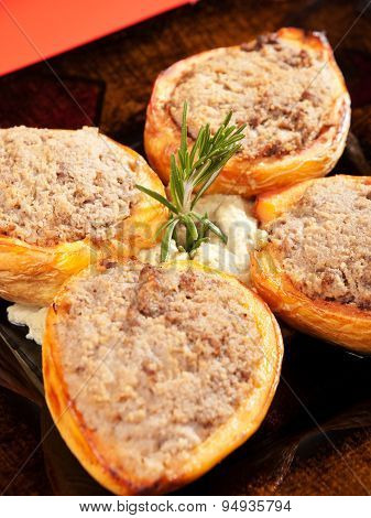 Stuffed Quinces With Meat