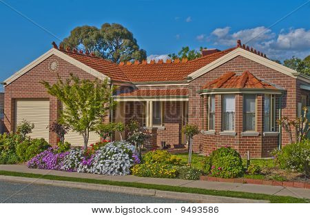 Suburban Townhouse for the Active Retiree or Young Family