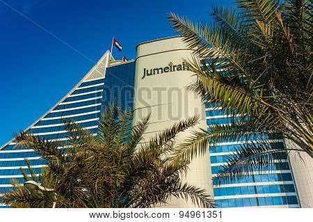 Jumeirah Beach Hotel, Wave-shaped Luxury Resort, Well-known Dubai Landmark